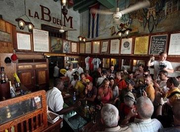 La Bodeguida Del Medio in Havana